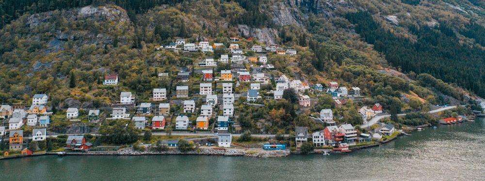 El viaje de Stavanger a Kinsarvik ya vale la pena para observar la postal de Odda!