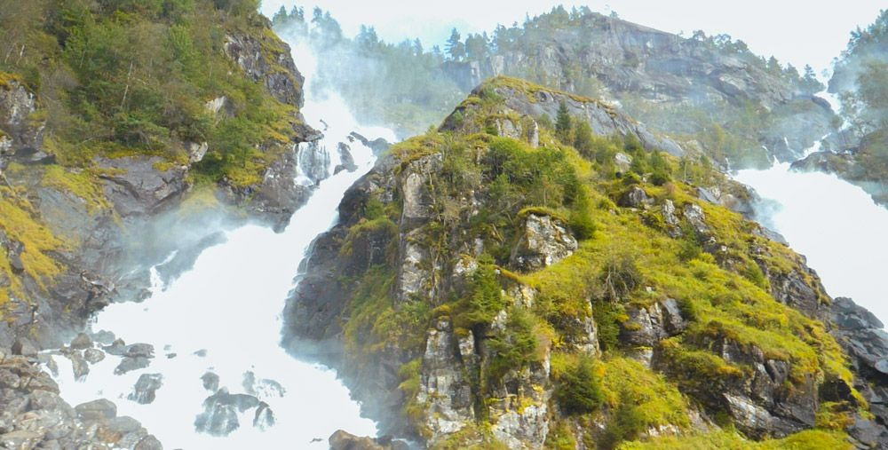 Gran cascada de Latefossen