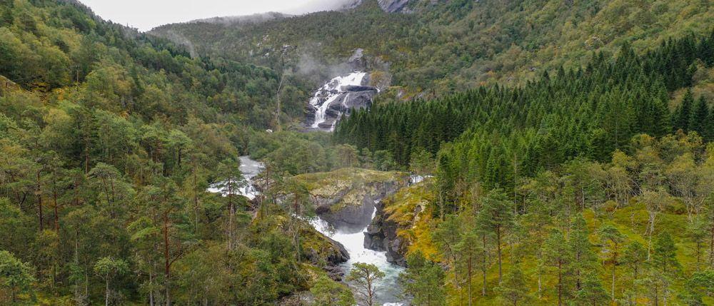 Panorámica de la primera cascada de Husedalen