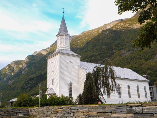 Esglèsia d'Odda durant el trajecte de Stavanger a Kinsarvik