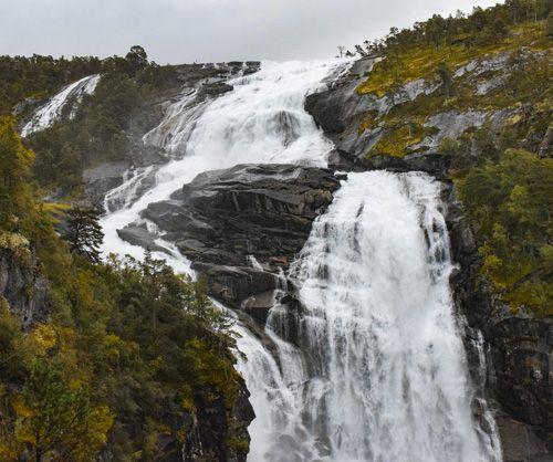 enorme cascada de husedalen