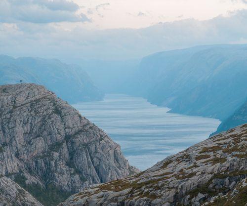 Perspectiva del fiordo Lyseford antes de llegar a Preikestolen