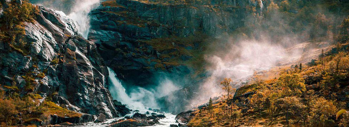 cascada de Noruega en Husedalen