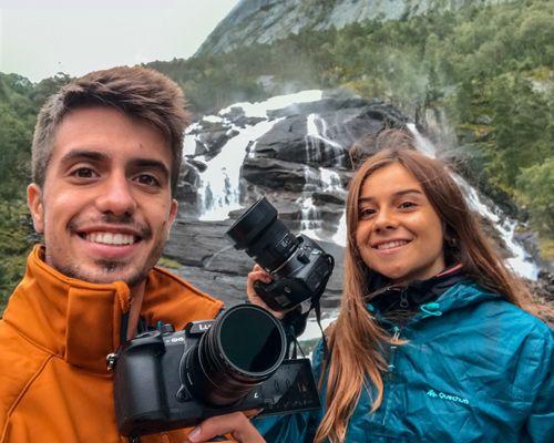 Selfie en la cascada Tveitafossen en Husedalen