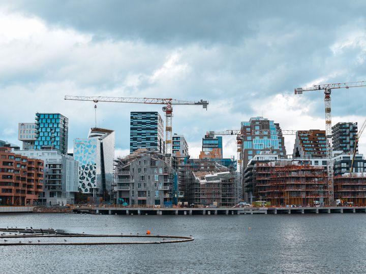Panorámica del syline de Oslo con el fiordo enfrente