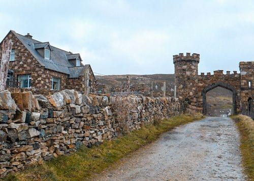 Camino de piedra a Clifden Castle