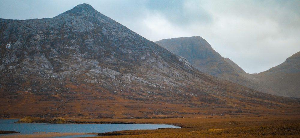 El Parque Natural de Connemara con sus grandes montañas peladas