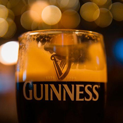 Cerveza Guinness en un bar de Galway