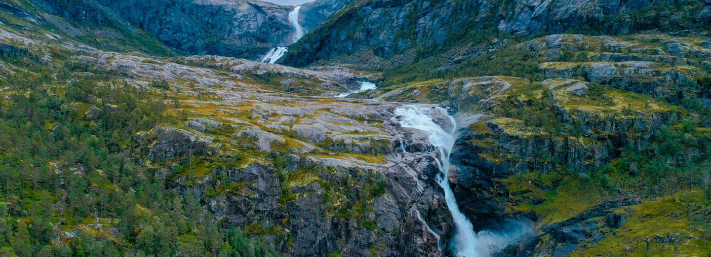 Cascadas Nykkjesoyfossen y Sotefossen de Husedalen Waterfalls