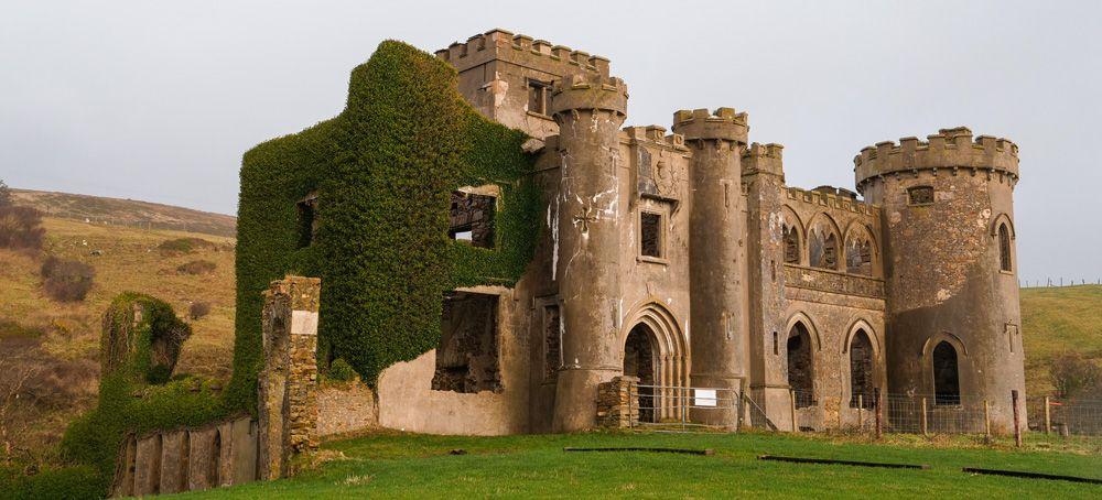 Clifden Castle durant la visita al Parc Nacional de Connemara