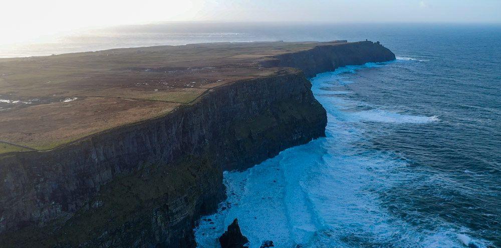 Los mejores acantilados de Europa, los Cliffs of Moher, son la visita obligatoria en tu viaje a Irlanda en 6 días