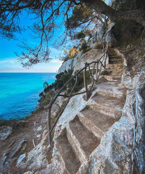 escaleras de piedra en cala macarelleta