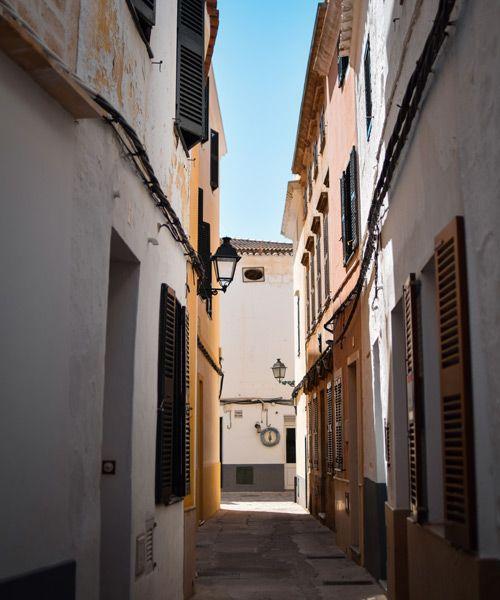 las estrechas calles de Ciutadella