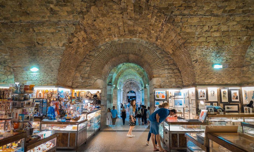 Galería situada en el peristilo del Palacio Diocleciano de Split