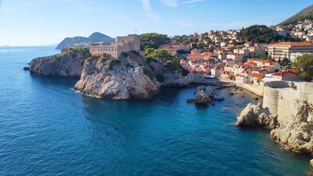 Fuerte Lovrijenac con su bahía visto desde las murallas de Dubrovnik