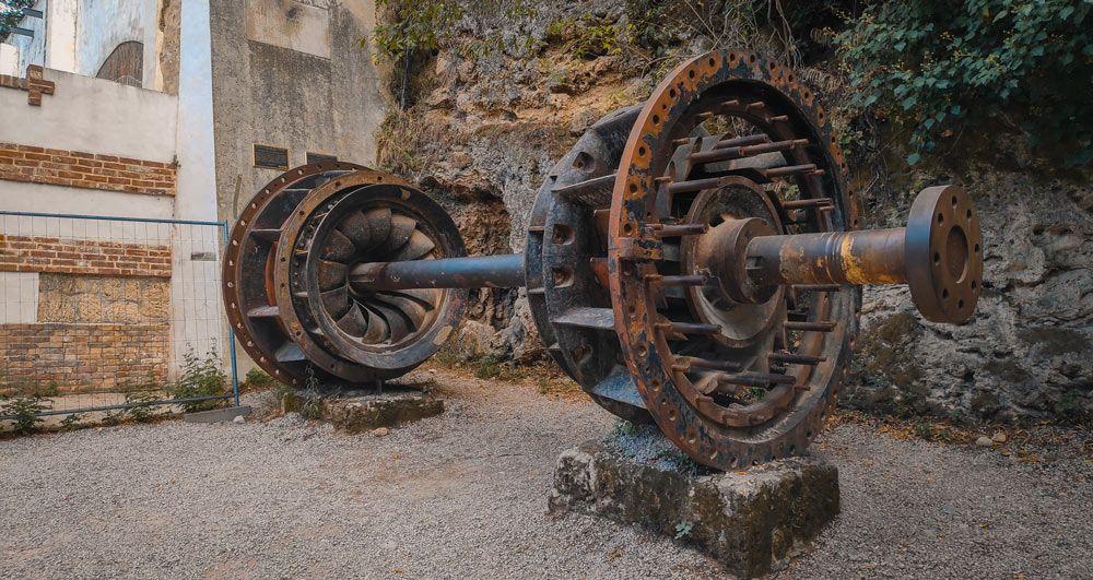 Turbina de la central hidroeléctrica más vieja de Europa en el Parque Nacional Krka en Croacia
