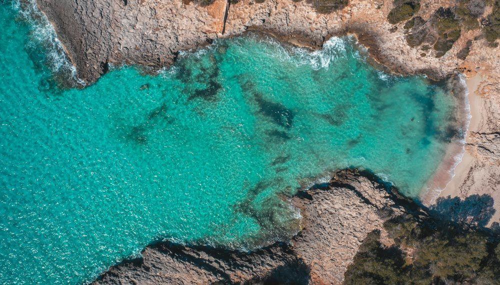 La Cala Es Talaier es una de les 10 millors platges i cales de Menorca