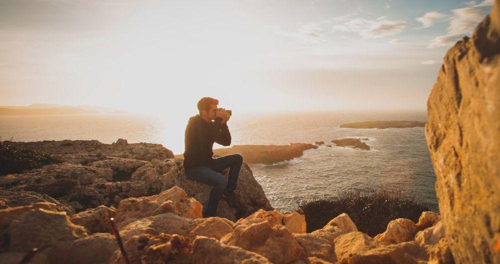 Cap de Cavalleria et permet veure els fars i les increibles postes de sol de Menorca