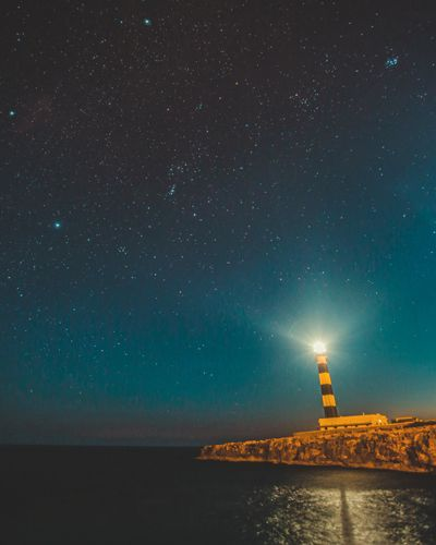 far d'artrutx con las estrellas del cielo