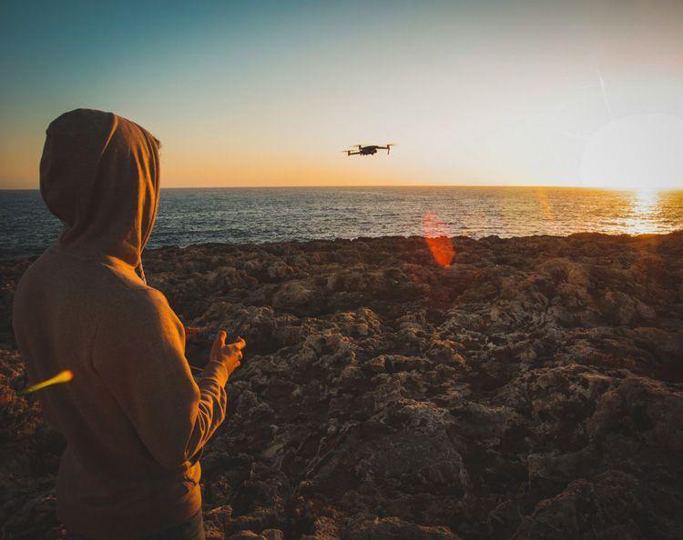 Volando el dron en Cap d'Artrutx