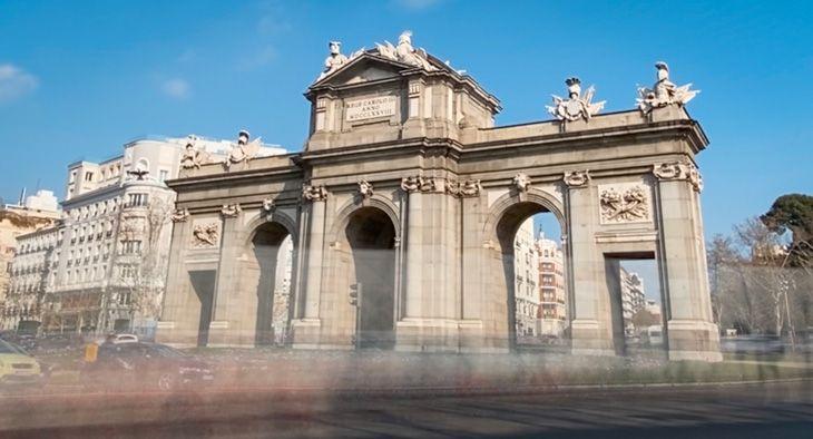 Ver la puerta de alcalá de Madrid