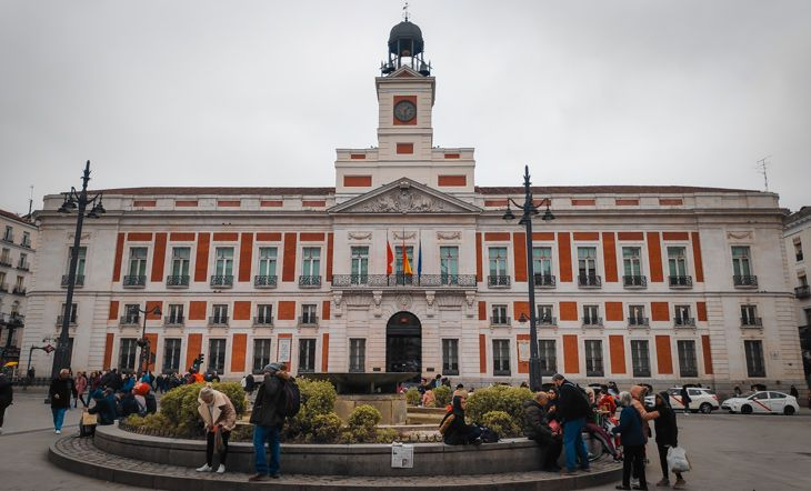 Caminando por la Puerta del Sol durante nuestra estancia de 3 dias a Madrid