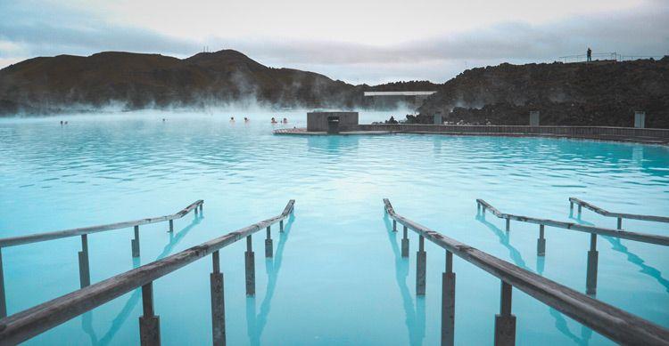 La mejor época para viajar a Islandia y bañarse en Blue Lagoon es en verano