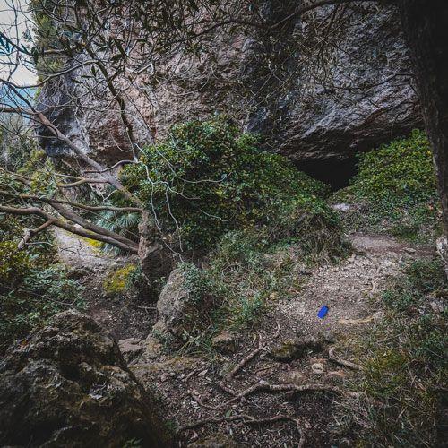 on es troba la cova de la mallada?