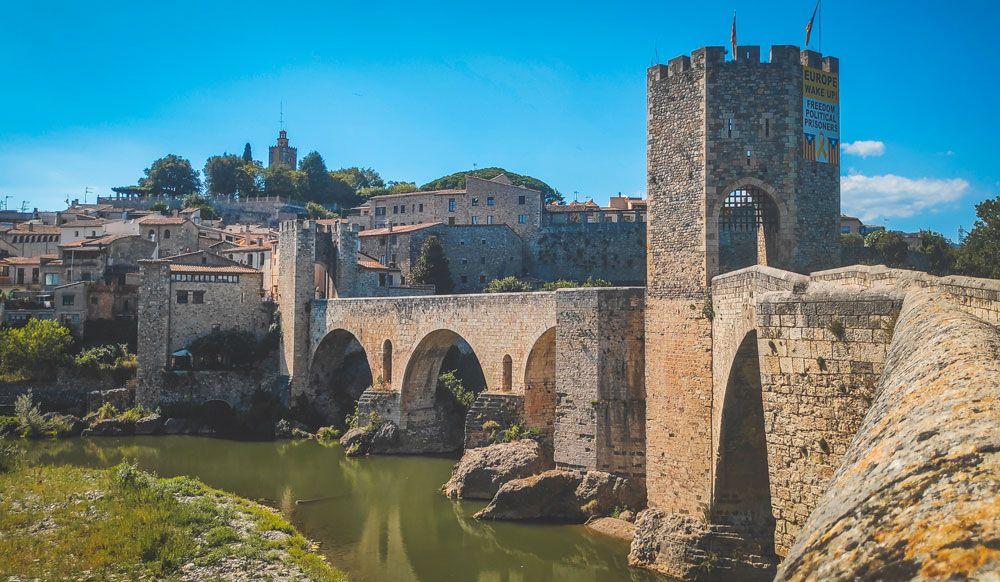 pont besalu riu baes