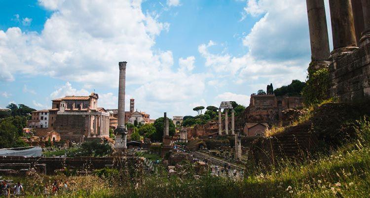 Foros Romanos es la zona más antigua de Roma