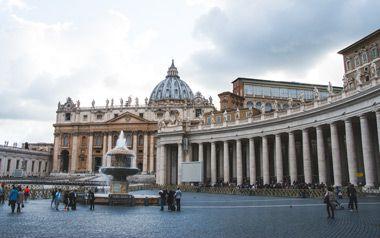 Columnas de la plaza de San Pedro en el Vaticano